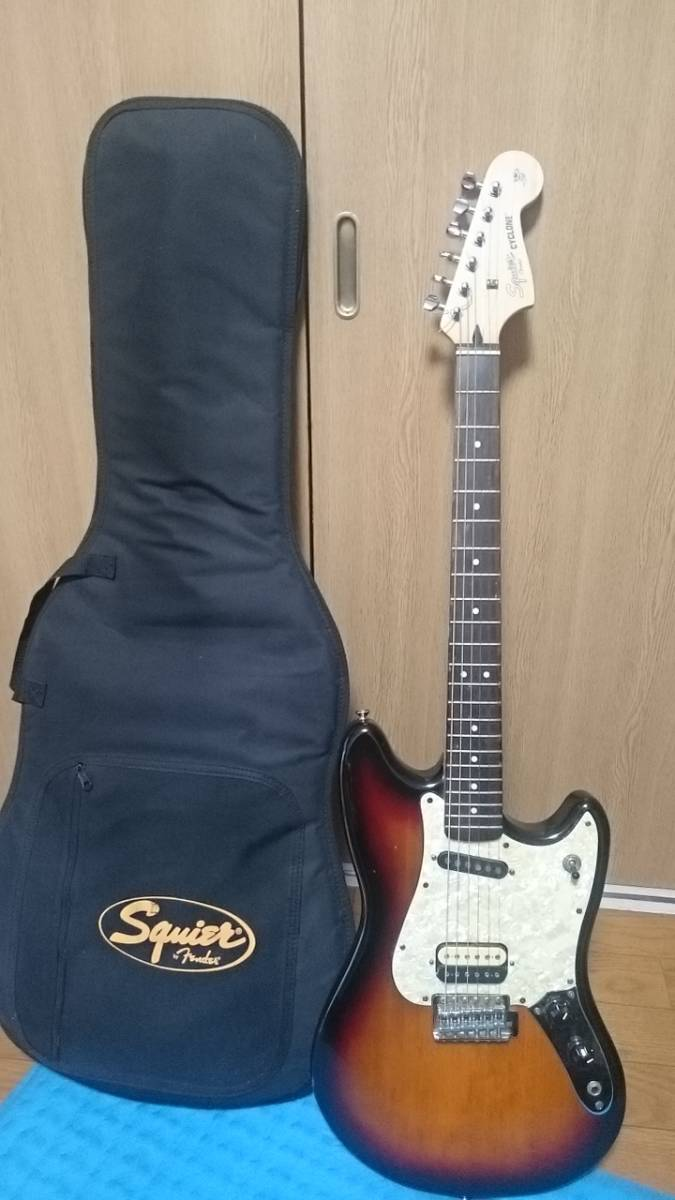Squier by Fender CYCLONE
