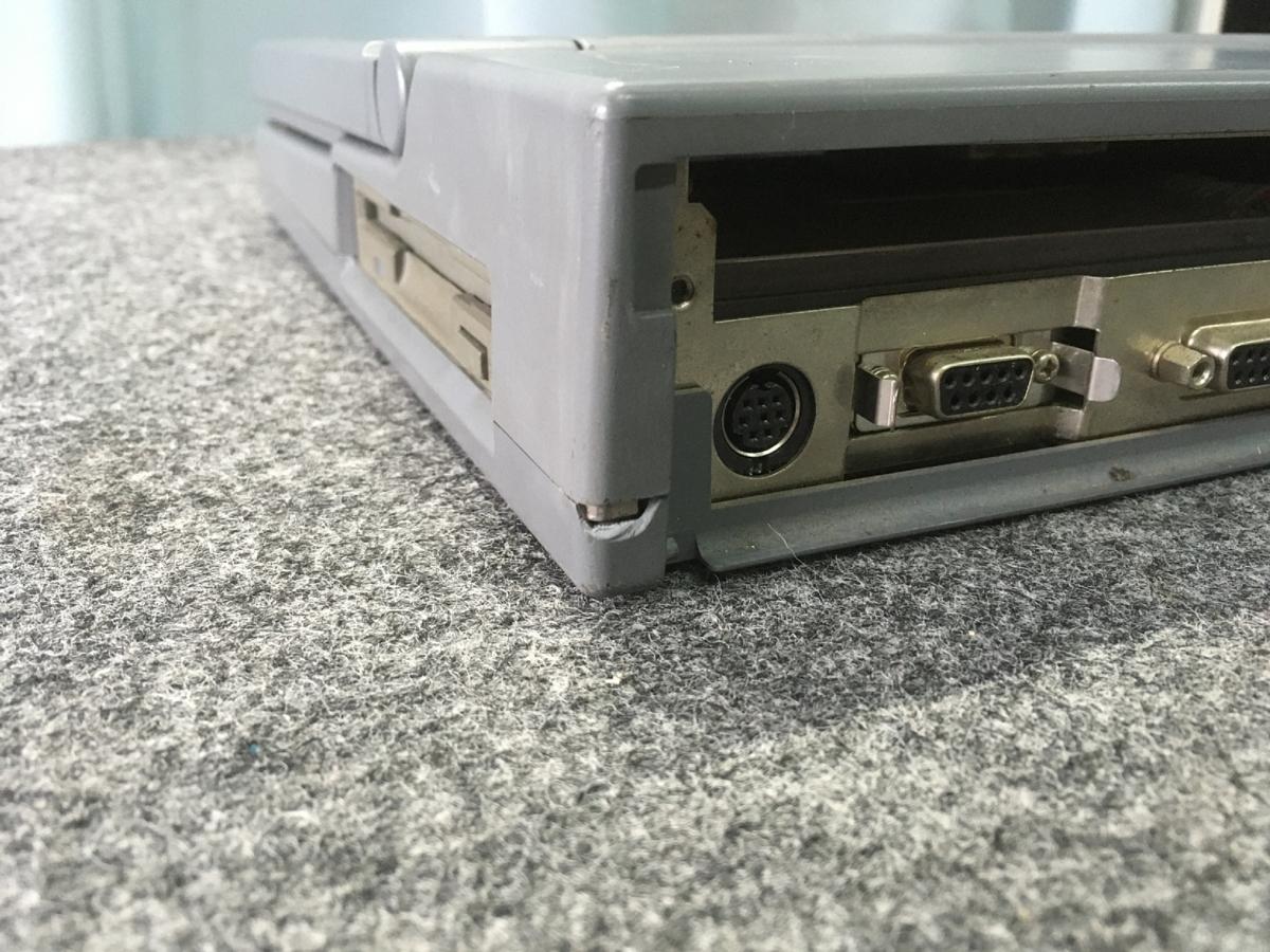 【送1000円】ジャンクノート NEC PC-9801NS-20 HDD欠品 筐体全体に割れ欠けあり_画像6