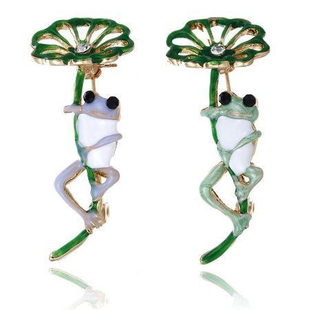 A0990 古典的な紫、緑カエル葉ブローチ 合金動物女性のパーティー宴会ブローチ 女子帽子スカーフアクセサリーギフト_画像1