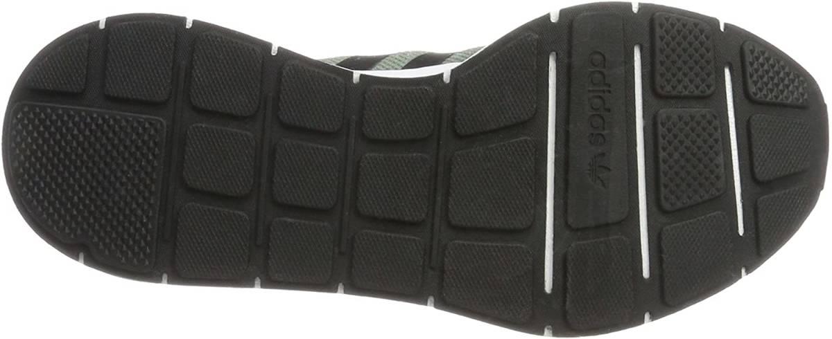 送料無料[アディダス]adidas メンズランニングシューズ SWIFTRUN CG4115 TRCAME(グリーン) 27.5cm