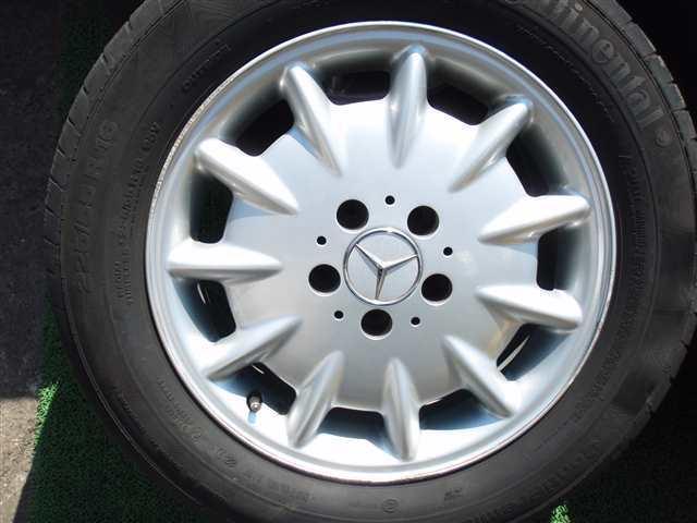 W210メルセデスベンツEクラス 純正16インチ アルミホイール PCD112 5穴 7.5J +41 タイヤ コンチネンタル 225/55R16 5分山 4本SET311130JJ_画像2