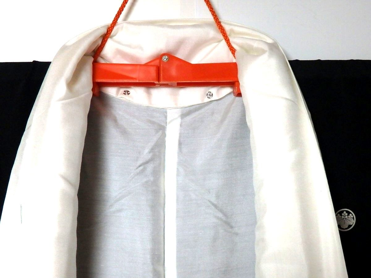 【和服】桐家紋付き・風景に花柄・留め袖・袷着物・身丈約149㎝!_画像3