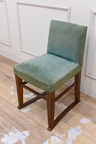 LS131 昭和レトロ アンティーク 鋲打ち 木製 チェア 椅子 味のあるファブリック オブジェ 飾り物 勉強椅子 鏡台 ドレッサー_画像1