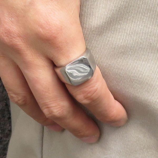 指輪 メンズ リング 印台 シグネット スクエア カレッジ 角丸 サージカルステンレス 艶 光沢 鏡面 シンプル 重厚感【24号/シルバー】_画像2
