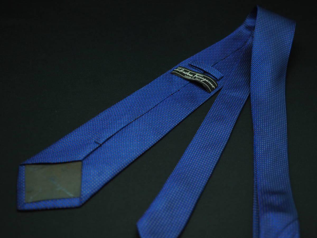 【Salvatore Ferragamo】美品 フェラガモ イタリア製 ブルー ホワイトネクタイ USED オールド ブランド シルク_画像3
