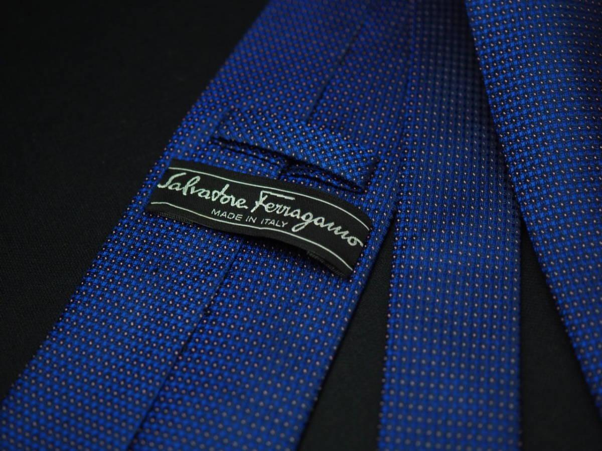 【Salvatore Ferragamo】美品 フェラガモ イタリア製 ブルー ホワイトネクタイ USED オールド ブランド シルク_画像4