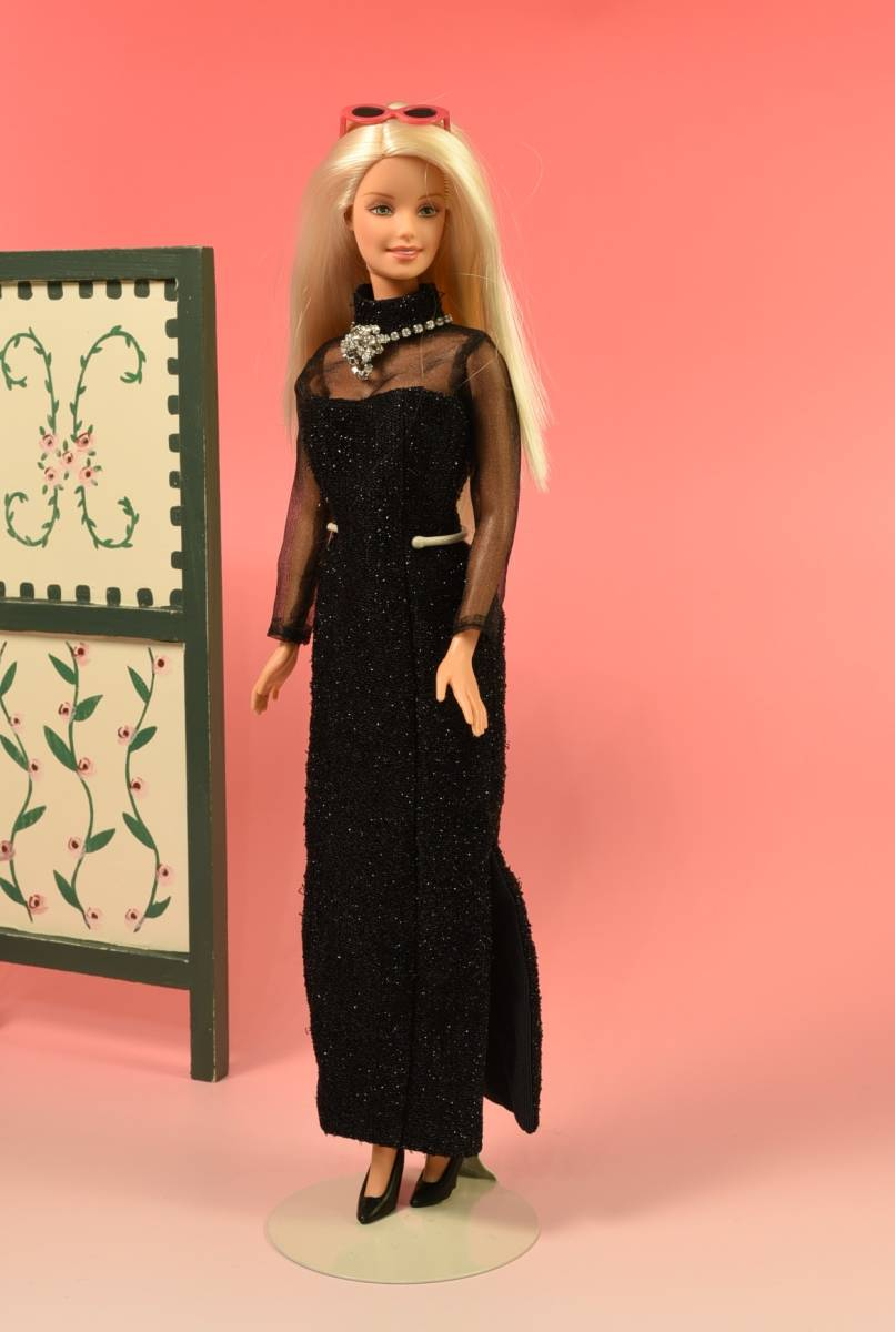 Barbie人形 「詳細不明 Barbie」(F) 元箱無し・スタンド付き _画像1