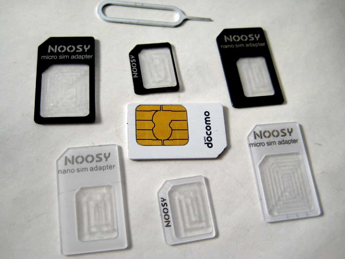 送料63円~SIMカードアダプタ3枚セット×白と黒 合計6枚 ナノnanoシムやmicro→マイクロ 標準サイズ 携帯電話スマートフォン格安スマホ対応_fomaカードは付属しません。