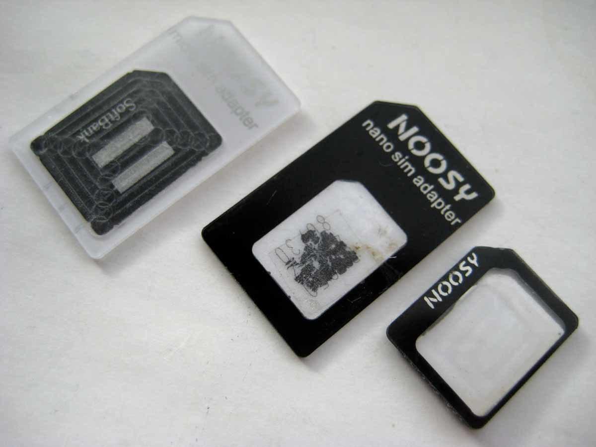 送料63円~SIMカードアダプタ3枚セット×白と黒 合計6枚 ナノnanoシムやmicro→マイクロ 標準サイズ 携帯電話スマートフォン格安スマホ対応_装着例で出品はアダプタ3枚セットです。