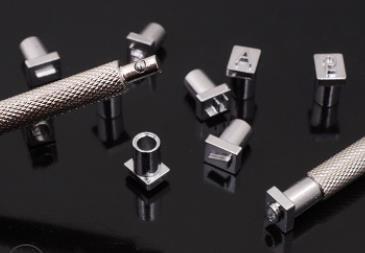 レザークラフト刻印 打刻印 ポンチ アルファベット 数字 英字 36文字セット 文字サイズ6mm 革工具 刻印セット メタルスタンプ