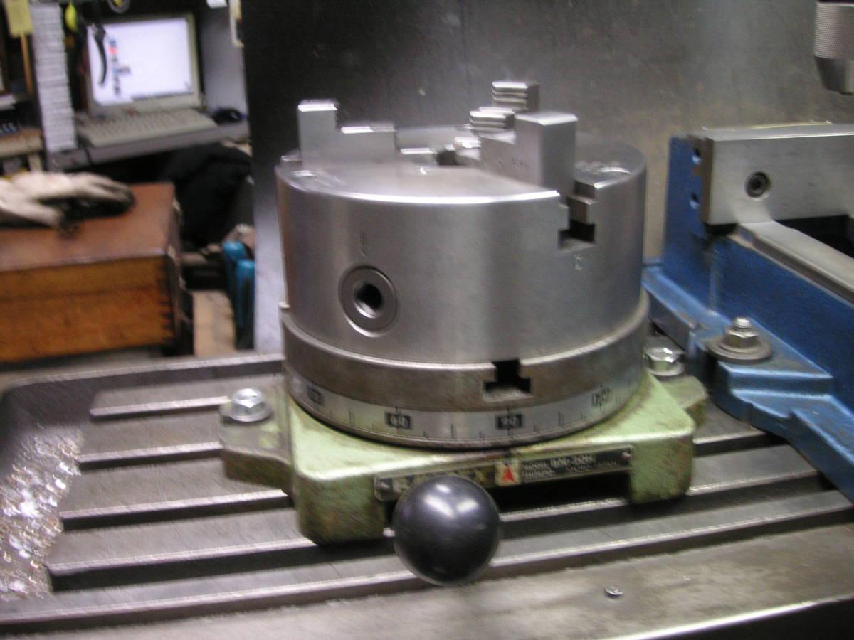 シンポ工業製インデックスとスクロールチャック 中古 回転テーブル 分割盤 サーキュラーテーブル 割り出し盤 三ッ爪チャック_画像1