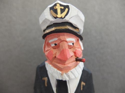 300148s【木彫り 船長 置物】男性/煙草をくわえる人/H31cm/中古品_画像2