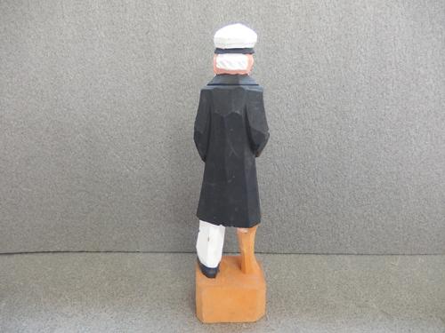 300148s【木彫り 船長 置物】男性/煙草をくわえる人/H31cm/中古品_画像3