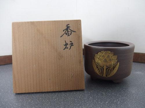 300214w【蓮の花文 香炉】焼物材質/仏具?/φ6.9×H5.3cm/木箱入り/中古品_画像1