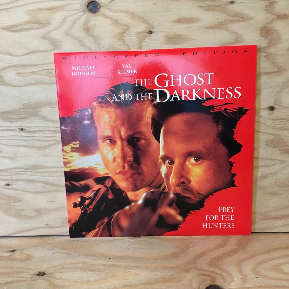 ◎Y3FIID-200303 レア[THE GHOST AND THE DARKNESS 輸入盤]LD レーザーディスク MICHAEL DOUGLAS STEPHEN HOPKINS_画像1