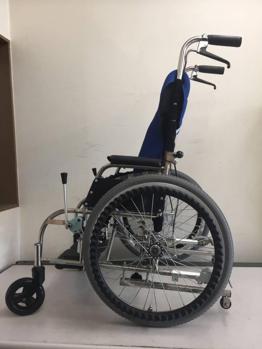 「ステンレスフレーム・ コンパクトな 車いす自走式・介護にも・こわれにくいステンレス製 病院・家・散歩 最適です福岡発 (車椅子 自走用)」の画像