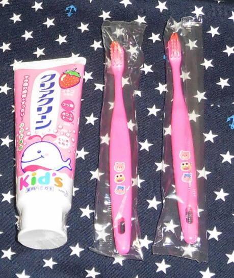 新品!クリアクリーン1本&歯ブラシ2本 イチゴ ピンク_画像1
