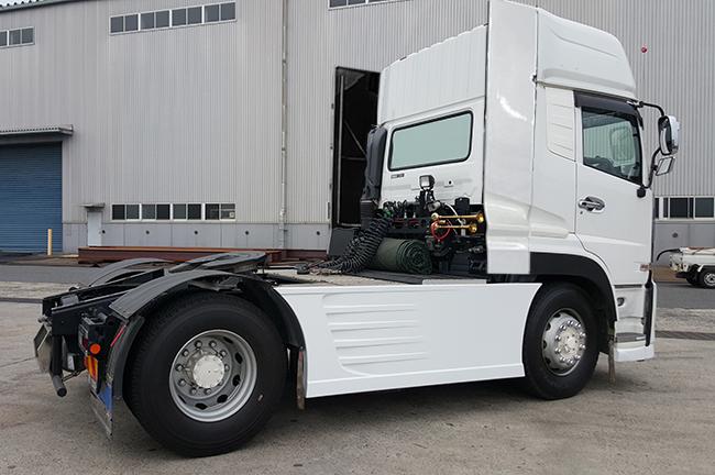 UD クオン トレーラーヘッド トラクター ハイルーフ デフレクター(FRP) 取り付け金具付き_画像2