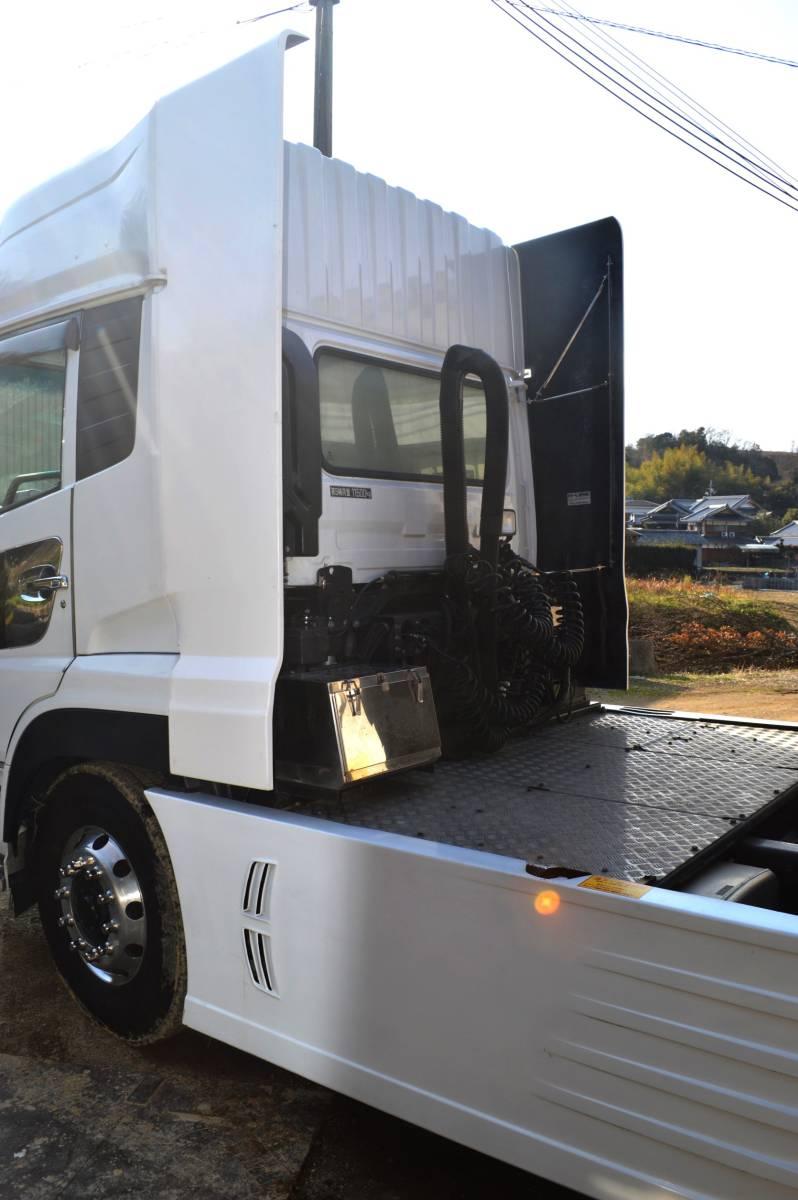 トラックパーツ 架装 UD クオン 新型、旧型 サイド ディフレクター(2P) FRP  ハイルーフ用 取り付金具付き_画像2