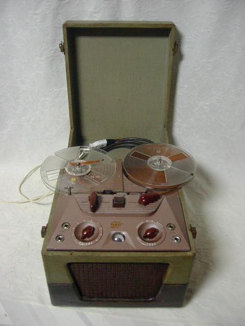 海外 電気文化物 復元・整備済み 希少 完動品 !! U.S.A. Pentron 製 初期型 真空管 7号テープレコーダー Model 「9T- 3」_本機正面の全体です