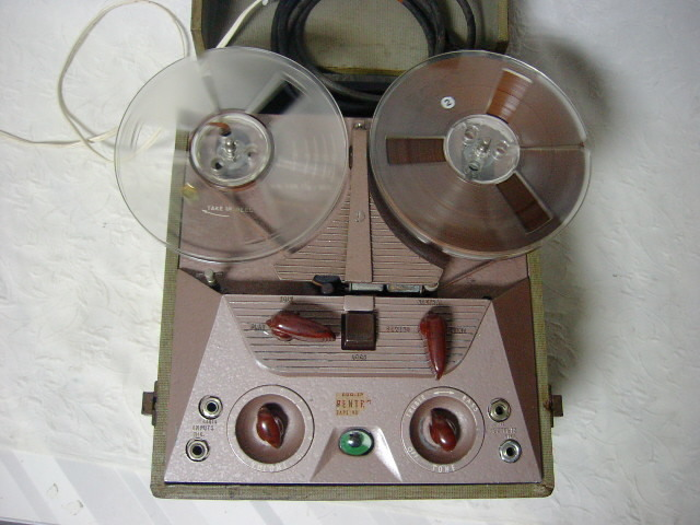 海外 電気文化物 復元・整備済み 希少 完動品 !! U.S.A. Pentron 製 初期型 真空管 7号テープレコーダー Model 「9T- 3」_本機の上部です