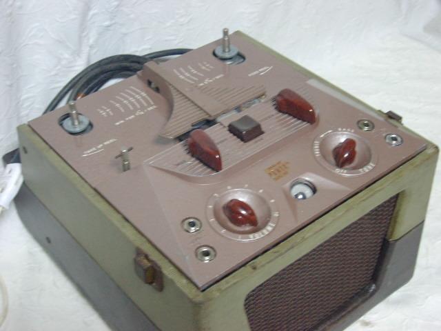 海外 電気文化物 復元・整備済み 希少 完動品 !! U.S.A. Pentron 製 初期型 真空管 7号テープレコーダー Model 「9T- 3」_本機の左前です