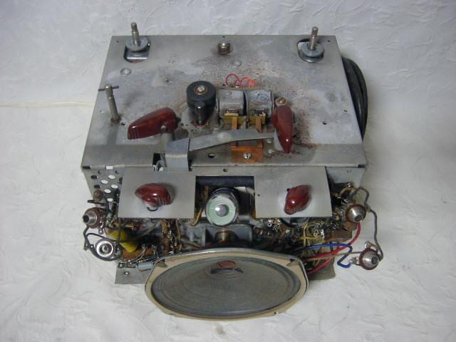 海外 電気文化物 復元・整備済み 希少 完動品 !! U.S.A. Pentron 製 初期型 真空管 7号テープレコーダー Model 「9T- 3」_シャシーの前面上部です