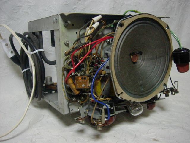 海外 電気文化物 復元・整備済み 希少 完動品 !! U.S.A. Pentron 製 初期型 真空管 7号テープレコーダー Model 「9T- 3」_シャシー前面の横部です