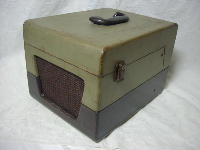 海外 電気文化物 復元・整備済み 希少 完動品 !! U.S.A. Pentron 製 初期型 真空管 7号テープレコーダー Model 「9T- 3」_本機ケースの右前です