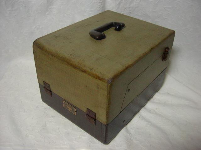 海外 電気文化物 復元・整備済み 希少 完動品 !! U.S.A. Pentron 製 初期型 真空管 7号テープレコーダー Model 「9T- 3」_本機ケースの右後です