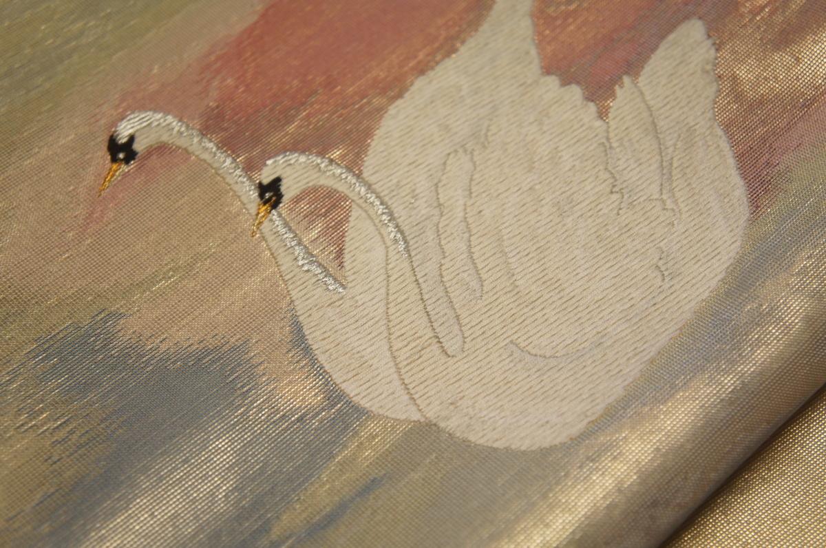 特選『紫紘』鶸色本金ムラ箔白鳥模様未着用袋帯[O12202]_『紫紘』鶸色本金ムラ箔白鳥模様未着用袋帯