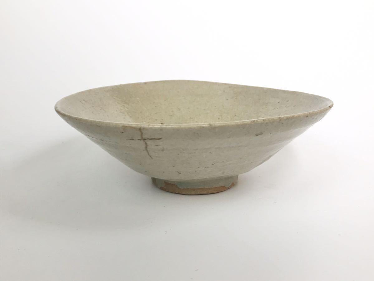 【在庫処分】李朝 灰釉平茶碗 鉢 李朝前期 16世紀 時代、本物保証 縁に金継ぎ直し、ひっつきがあります 箱なし_画像1