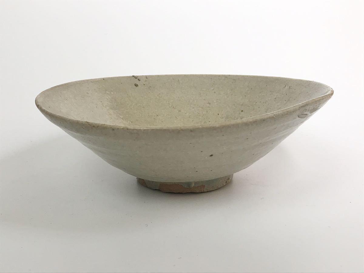 【在庫処分】李朝 灰釉平茶碗 鉢 李朝前期 16世紀 時代、本物保証 縁に金継ぎ直し、ひっつきがあります 箱なし_画像3