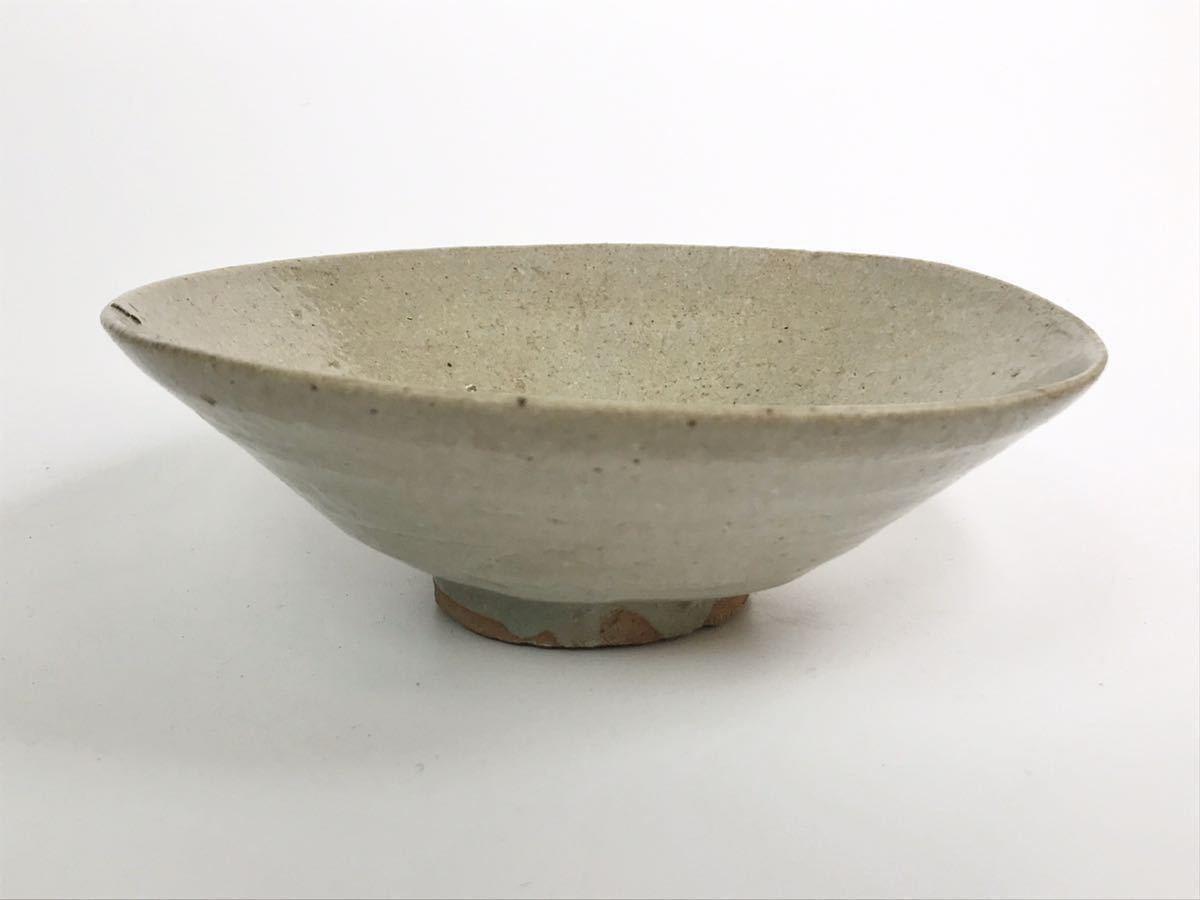 【在庫処分】李朝 灰釉平茶碗 鉢 李朝前期 16世紀 時代、本物保証 縁に金継ぎ直し、ひっつきがあります 箱なし_画像2