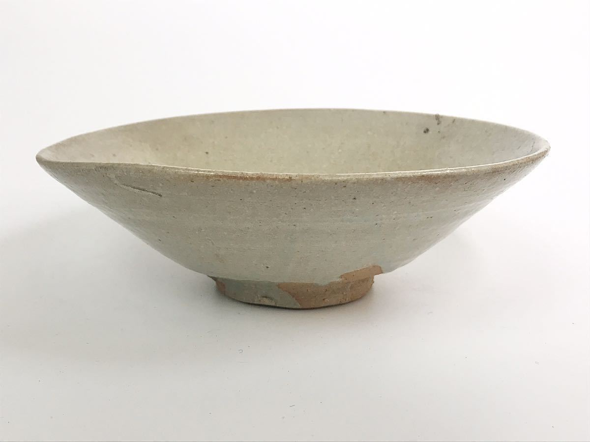 【在庫処分】李朝 灰釉平茶碗 鉢 李朝前期 16世紀 時代、本物保証 縁に金継ぎ直し、ひっつきがあります 箱なし_画像4