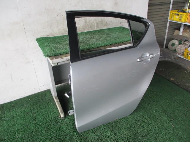 H27 トヨタ アクア DAA-NHP10 『リア ドア 助手席側 左 ガラス付き』AQ2_画像4