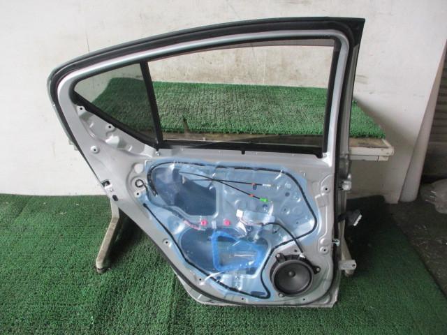 H27 トヨタ アクア DAA-NHP10 『リア ドア 助手席側 左 ガラス付き』AQ2_画像5