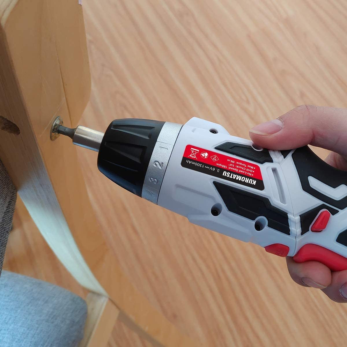 【限定1点】電動ドライバー 電動ドリル 44本ビット1本延長棒 正逆転切り替え トルク調整可 LEDライト付き USB充電ケーブル付き Kuromatsu_画像6