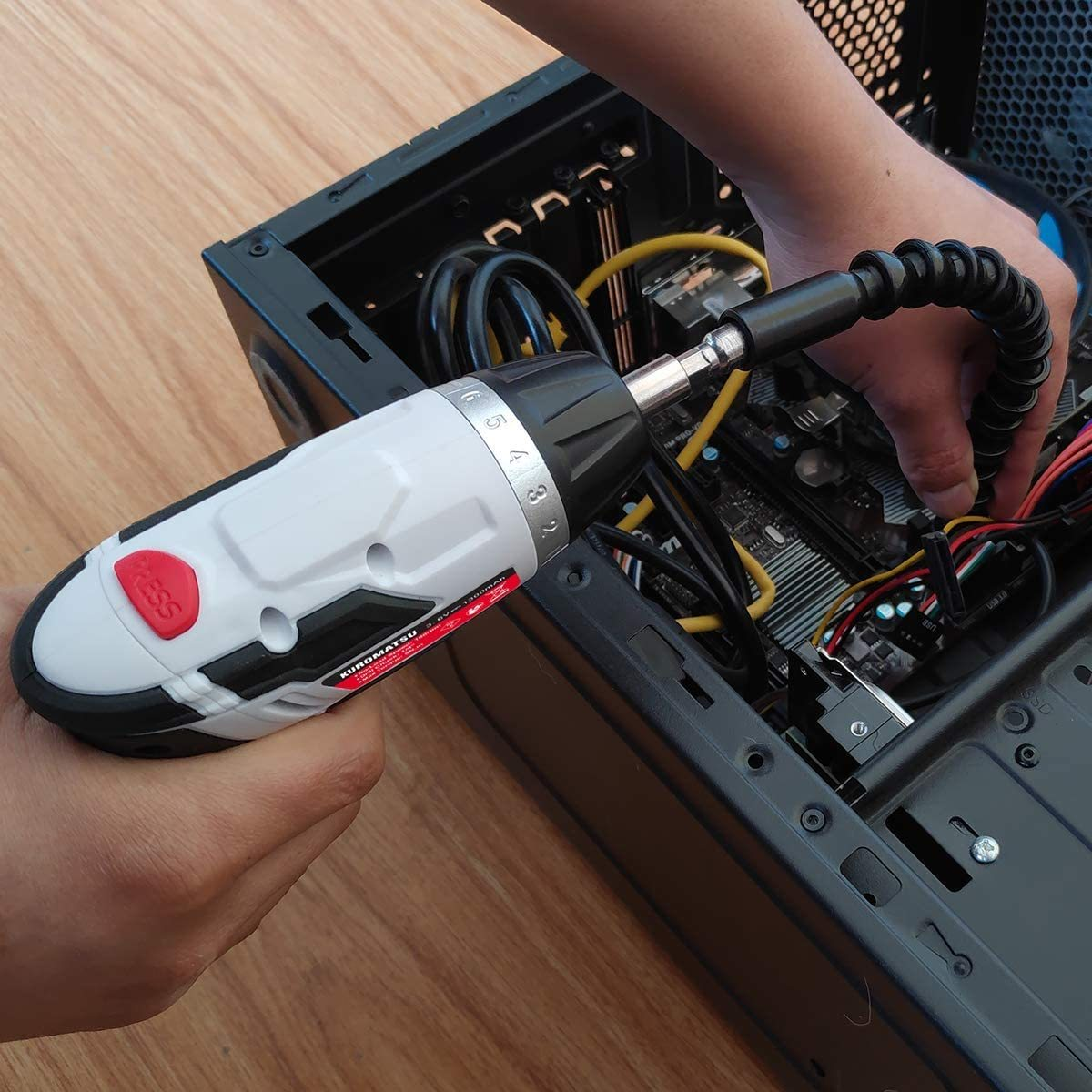 【限定1点】電動ドライバー 電動ドリル 44本ビット1本延長棒 正逆転切り替え トルク調整可 LEDライト付き USB充電ケーブル付き Kuromatsu_画像8