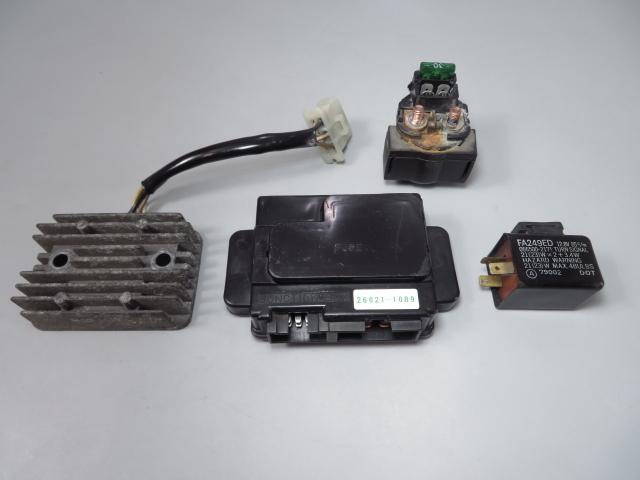 ☆ZZR250/ZZ-R250 EX250H 純正 実動車外し 電装 レギュレーター ヒューズボックス リレー スターター 検 ノーマル レストア_画像1