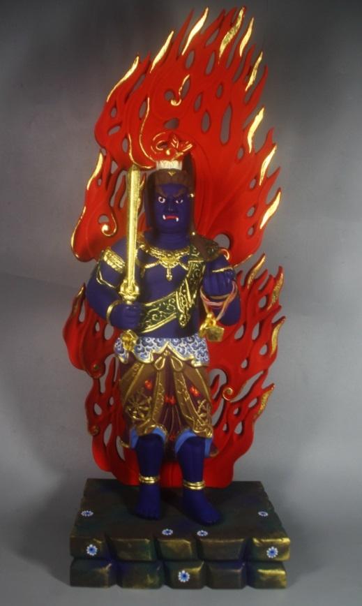 極上質 貴重品 仏教美術 黄楊木精密細工 不動明王二童子像 24K金箔 大師彫刻 高さ57m 厚13cm 幅38cm _画像2