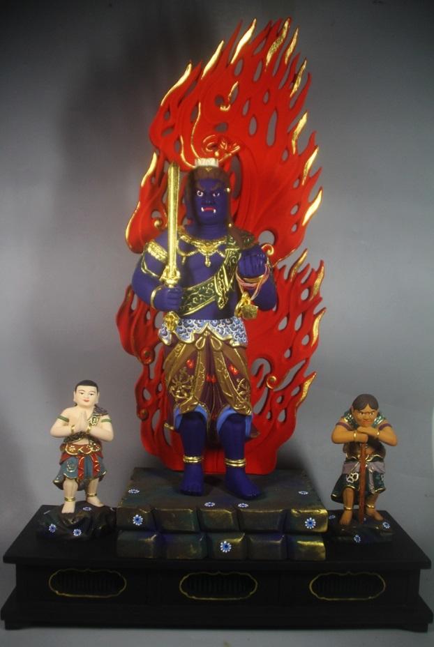 極上質 貴重品 仏教美術 黄楊木精密細工 不動明王二童子像 24K金箔 大師彫刻 高さ57m 厚13cm 幅38cm _画像1