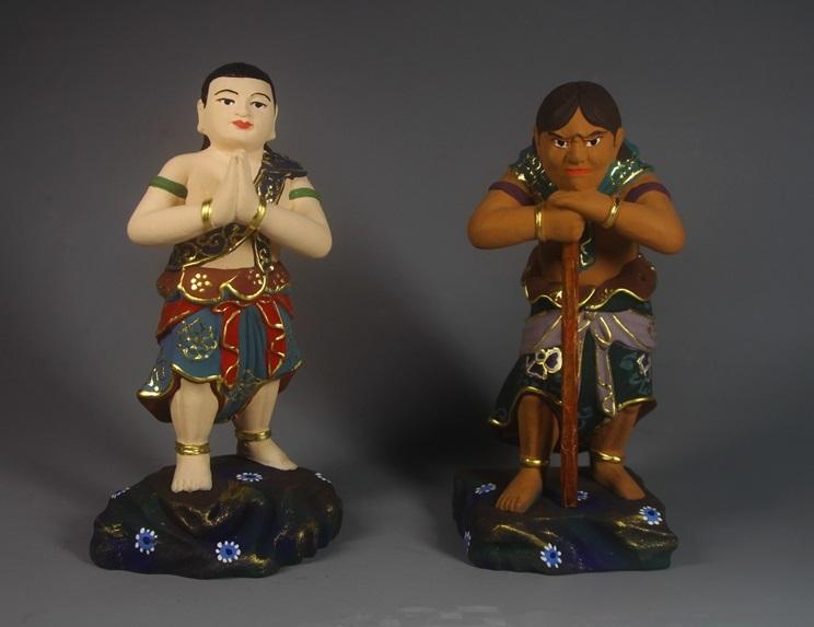 極上質 貴重品 仏教美術 黄楊木精密細工 不動明王二童子像 24K金箔 大師彫刻 高さ57m 厚13cm 幅38cm _画像4