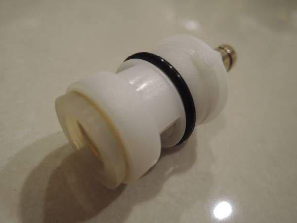 新品【GLACIER BAY2ハンドル混合水栓用カートリッジ】(水用お湯用)1セット漏水修理に! 並行輸入品☆送料無料☆_画像2