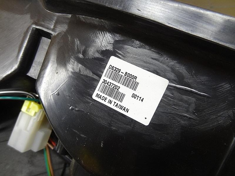 【200329】 ダットサントラック(D21)☆USベッド用テールランプ ハーネス ステー付_画像8