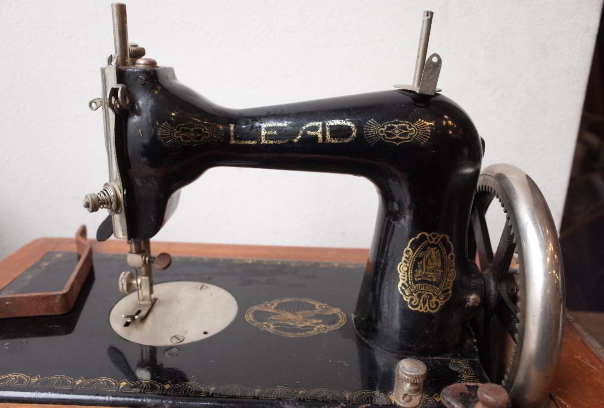 ○LEAD/リード アンティーク手回しミシン 木製カバー付 古道具のgplus広島 2004k_画像3