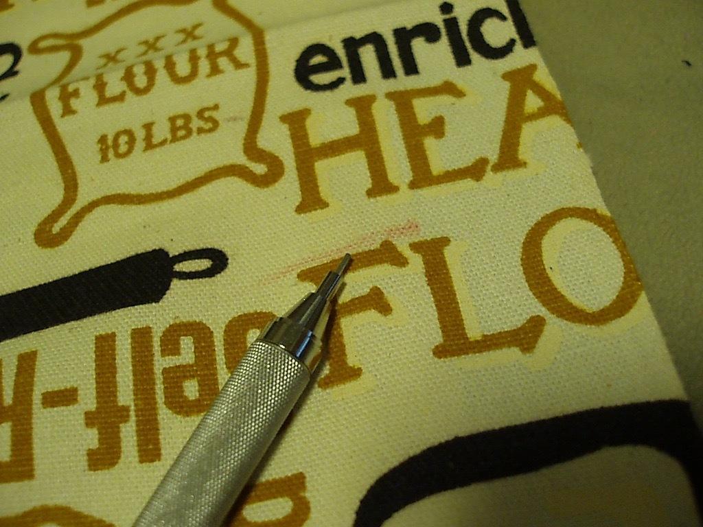●パン総柄プリント ビンテージ生地 52cm×114cm USA製 アンティーク リメイク はぎれ シーツ アメリカ 布 雑貨_画像5