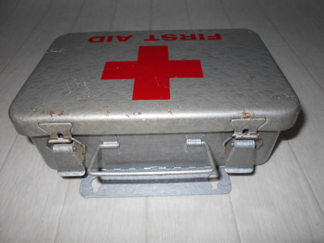 米軍放出品 FIRST AID KIT BOX_画像3