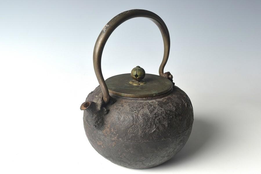 【趣楽】 煎茶道具 時代 亀文堂造 持ち手象嵌獣掛け風景図鉄瓶 水漏れ無し Z1131_画像5