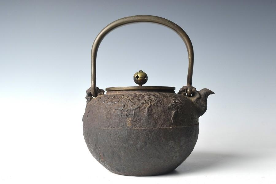 【趣楽】 煎茶道具 時代 亀文堂造 持ち手象嵌獣掛け風景図鉄瓶 水漏れ無し Z1131_画像4